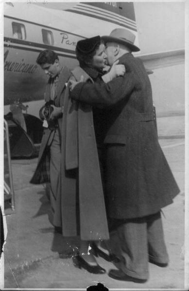 Labbraccio di Valeria Modigliano con suo padre